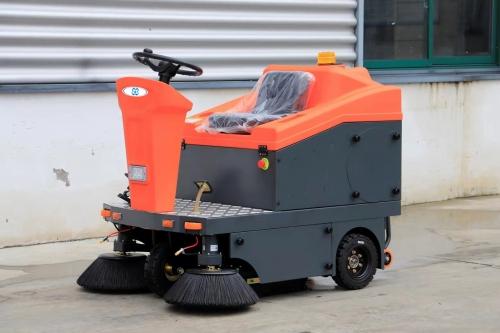 W1300新型工业扫地车