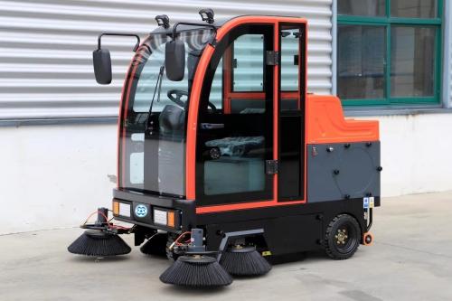 W1900新型封闭式扫地车